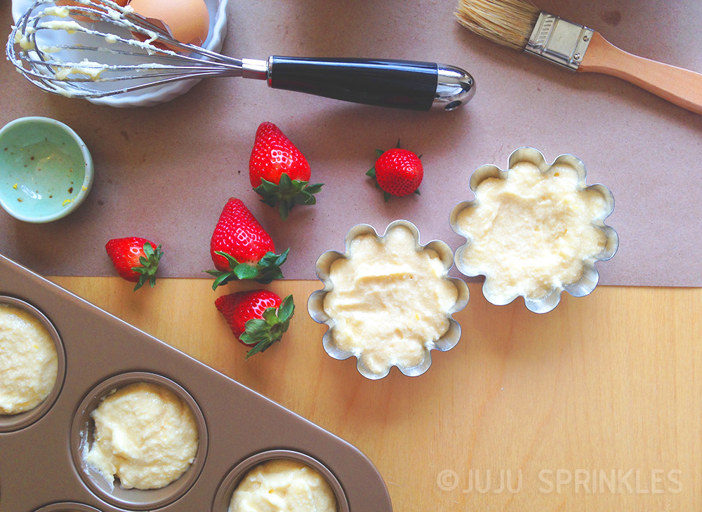 Lemon Cake with Strawberries Batter Cups 6612