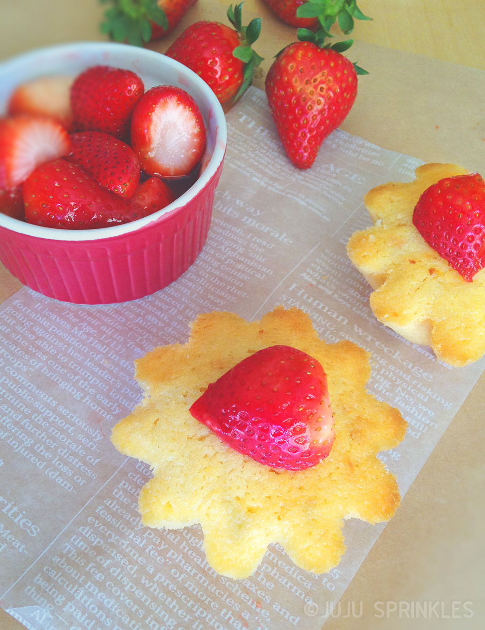 Lemon Cake with Strawberries Cover 6651